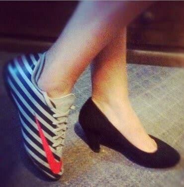 Nueva tendencia rompedora con zapatillas Nike (foto)