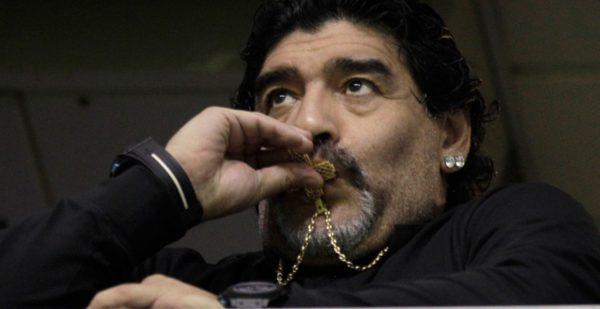 Maradona viaja a Italia, donde tiene pendiente una deuda con Hacienda de 30 millones de euros