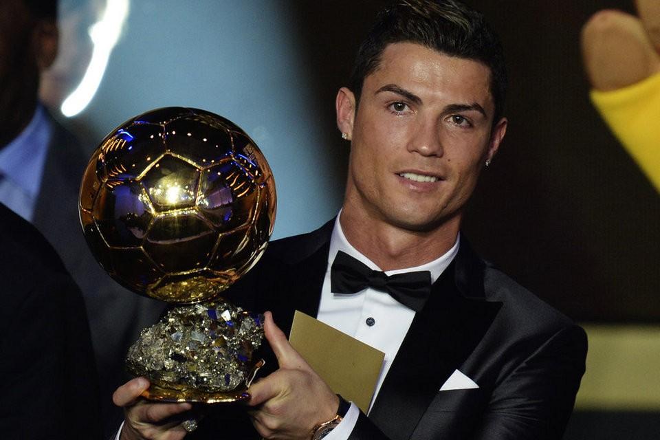 El cambio de imagen impulsado por Gestifute catapulta a Cristiano Ronaldo hasta el Balón de Oro