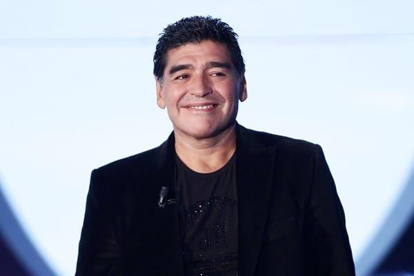 """Maradona investiga a su mujer por """"robarle"""" 20 millones de dolares"""