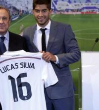 Florentino y Lucas Silva en la presentación del jugador con el Real Madrid / Agencias