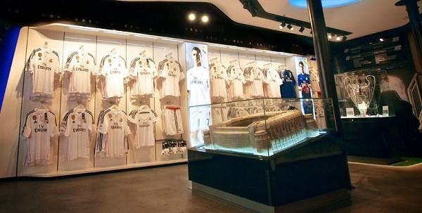 a5aae270b1f11 Real Madrid inaugura tienda en el centro de Barcelona ⋆