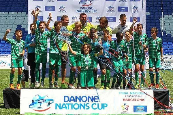 La empresa ha desarrollado también proyectos propios relacionados con el deporte como el Programa Social Escuelas Deportivas Danone y la Danone Nations Cup (DNC). Fuente: El Confidencial